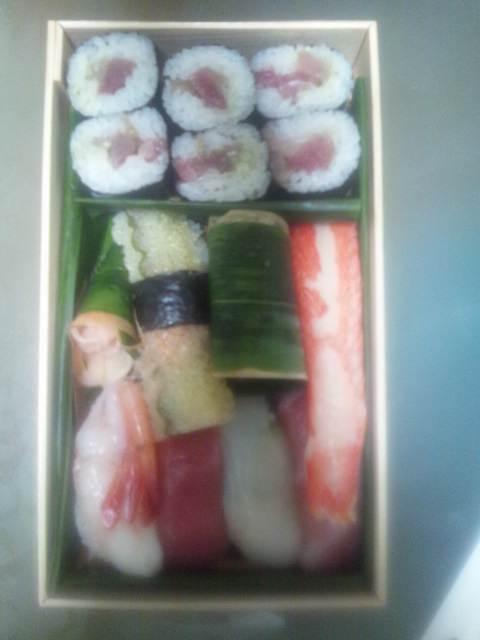 頂き物の寿司折